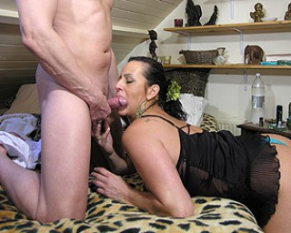 This cougar loves to give head and fuck hard